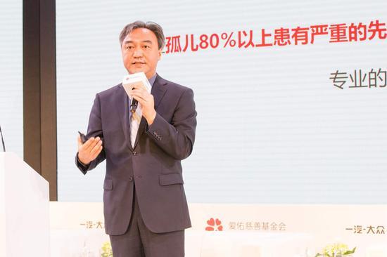 """爱佑慈善基金会副秘书长高宝军分享""""爱佑新生""""项目的工作报告"""
