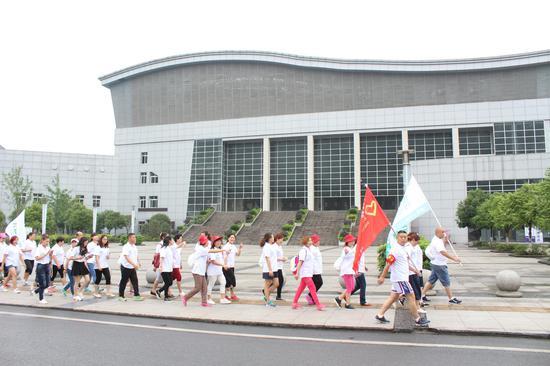 四川宜宾参与此次徒步活动的志愿者