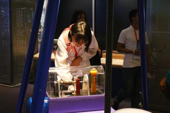 夏令营学员参观香港科学馆,在科学的世界中徜徉