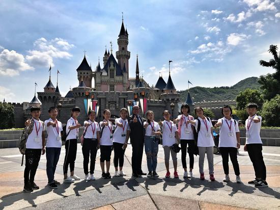 夏令营学员在迪士尼乐园收获了欢乐的时光