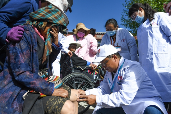 西藏:健康扶贫惠百姓