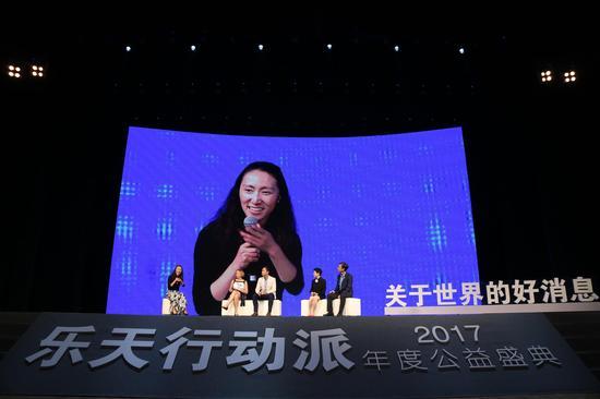 盖茨基金会北京代表处首席代表李一诺主持嘉宾讨论(从左至右:李一诺、文霭洁、许传兴、金铭、李劲)