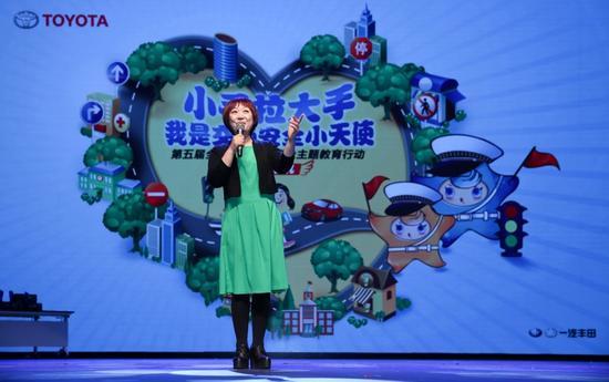 特邀嘉宾小雨姐姐以脱口秀的方式将交通安全融入故事,绘声绘色地娓娓道来
