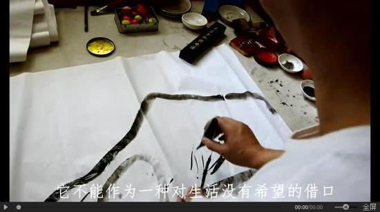 盲人也能画画 看他在黑暗中如何画出多彩世界