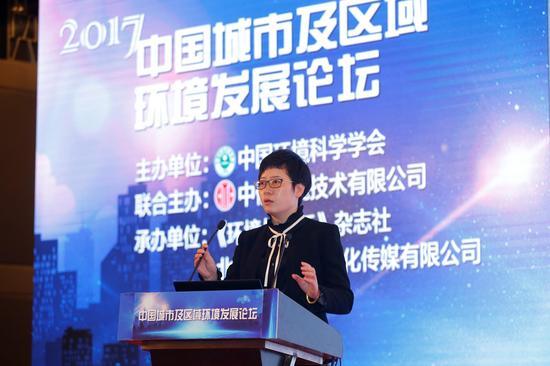 河北省高阳县县委常委、常务副县长蒋东方介绍高阳县创建循环经济示范县的经验