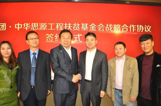 李晓林秘书长与刘强东先生表示全面助力我国打赢脱贫攻坚战