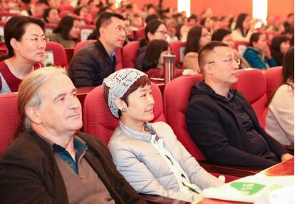 中央电视台《动物来了》的导演王雪纯也来观看《珍》