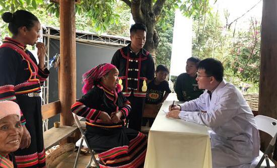 森林中国向当地村民提供专?#20057;?#35786;