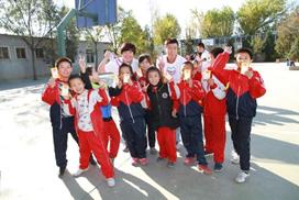 北京:亿滋中国员工志愿者回访亿滋希望厨房所在学校通州月河小学,与学生互动倡导健康生活方式