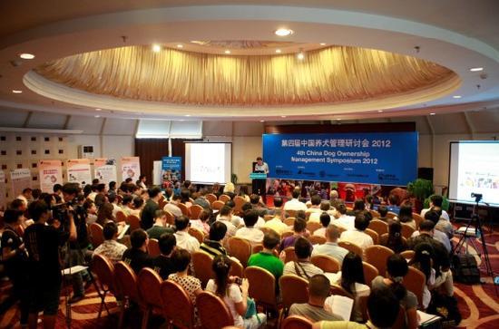 定期主办中国养犬管理研讨会,为中国各地政府积极提供科学人道的养犬管理政策建议,推广做负责任犬主的理念。