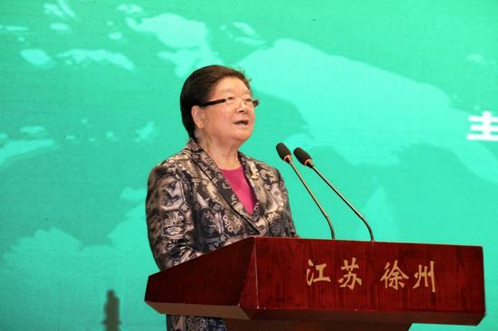 十届全国人大常委会副委员长、中华环保联合会名誉主席顾秀莲宣布论坛开幕