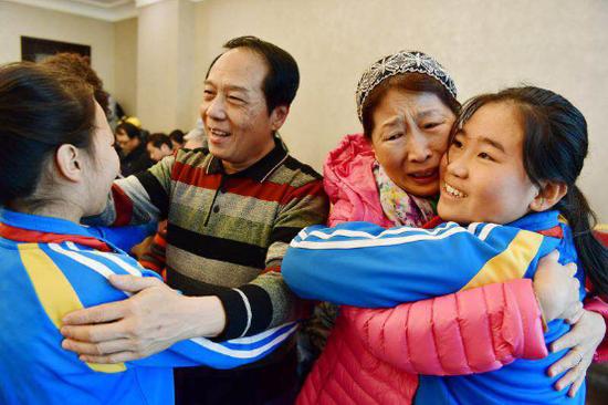 代际互动让九华山庄养老公寓老人与少年儿童亲如一家