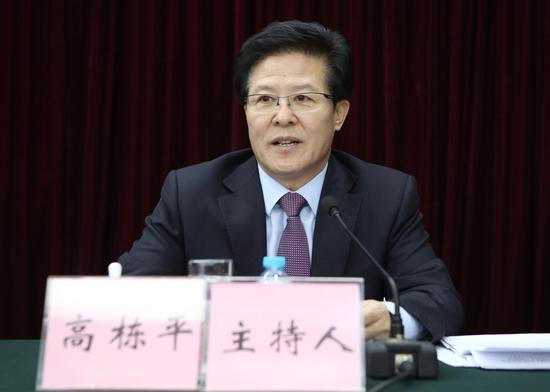 本届评选活动评委会副主任、中国石油报社党委书记高栋平主持启动仪式