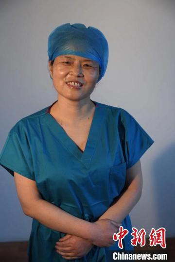 图为甘肃省庆阳市人民医院重症监护室护士长、庆阳市第一批援鄂医疗队队长脱亚莉。 甘肃省卫健委供图