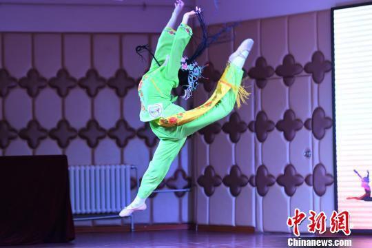 3月19日至30日,甘肃举行了2018年全省中等职业学校学生技能大赛。图为中国舞比赛。 杨艳敏 摄