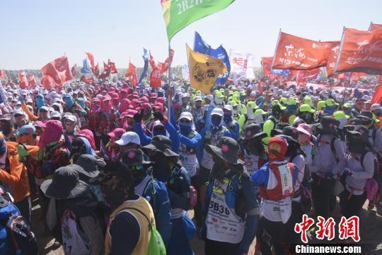 国内外64所商学院,4000多名学员准备出征。 魏金龙 摄