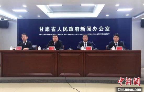 7月22日,《甘肃省人民政府关于新时代支持革命老区振兴发展的实施意见》政策解读新闻发布会在兰州举办。 闫姣 摄
