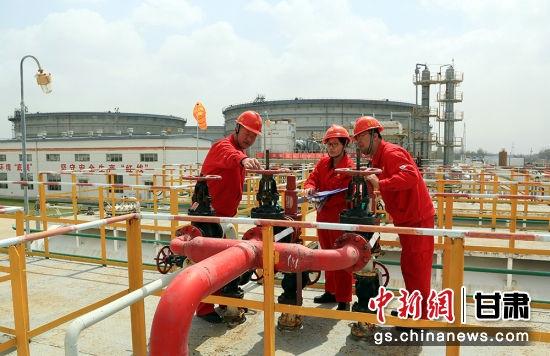采油二厂推广实施六项主体技术,抓原油生产一样抓轻烃生产,不断提升精细管理水平。