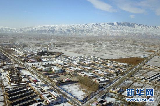武威市凉州区黄羊镇上庄村(12月4日无人机拍摄)。新华社记者 范培珅 摄