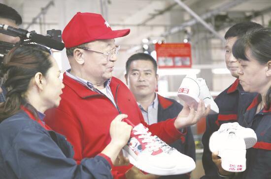 ●汪海总裁对产品开发进行指导