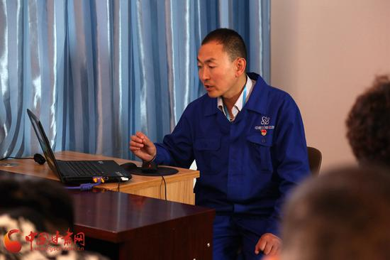 魏晋辉在不断提高自身的同时,还建立了培训班,带领大家一起学习