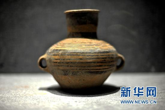 第二届马家窑文化节期间临洮博物馆展出的精品彩陶。