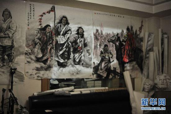 图为王鸿庆的画室