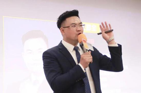 (市场总裁王喜全先生)