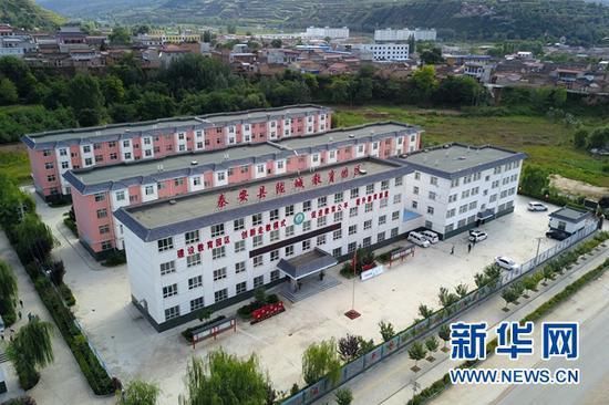 这是9月3日在甘肃省天水市秦安县陇城镇拍摄的陇城教育园区办公楼及教师公寓(无人机照片)。