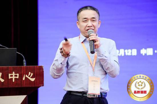 (中升乙源建设工程有限公司董事长陈大顺发表讲话)