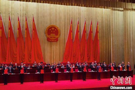 4月26日,甘肃省抗击新冠肺炎疫情表彰大会在兰州召开。 崔琳 摄