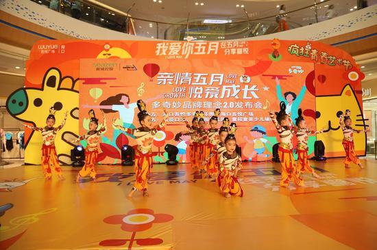 图为海口站发布会舞蹈表演。