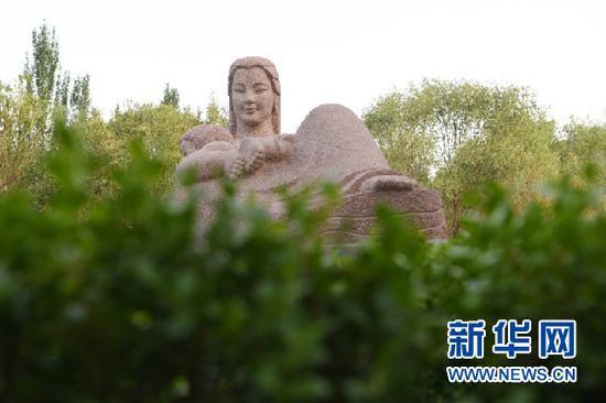 """这是5月8日拍摄的""""黄河母亲""""雕塑。新华社记者 范培珅 摄"""