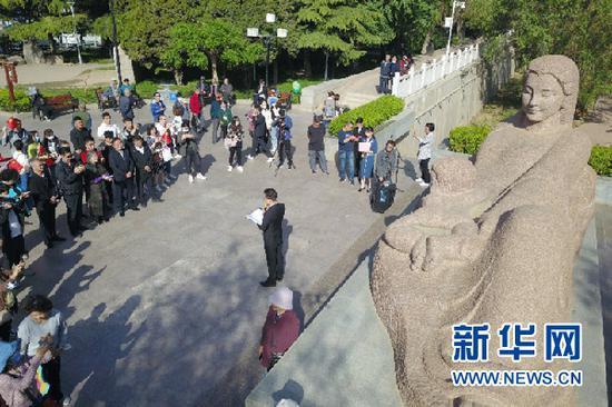 """这是5月9日拍摄的重访""""黄河母亲""""活动现场。新华社记者 范培珅 摄"""