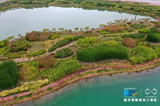 这是5月10日航拍的芦水湾生态景区。新华网发(杨永伟 摄)
