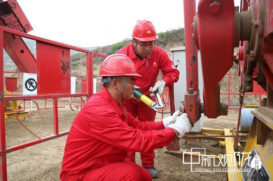 长庆油田采油二厂党员干部带头破解难题,带领全厂员工向着全年任务目标发起最强攻势。