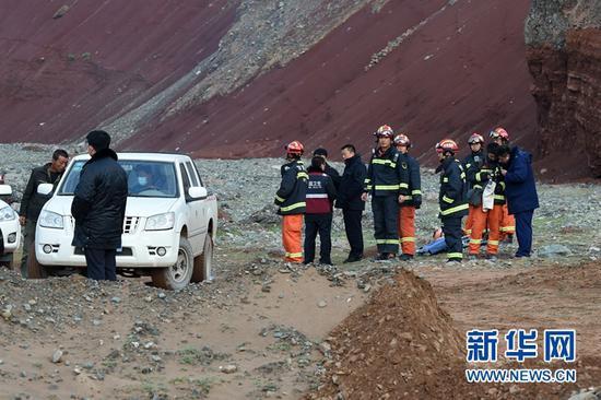 5月23日,救援人员准备进入事发区域搜救失联人员。新华社记者 范培珅 摄