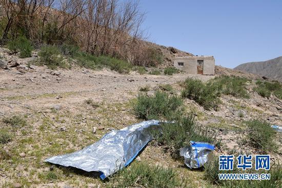 这是5月24日拍摄的甘肃白银市景泰第四届黄河石林山地马拉松百公里越野赛的CP2至CP3赛段沿途。新华社记者 范培珅 摄