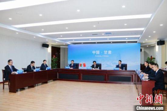 """图为中国与白俄罗斯""""云签约""""现场。 甘肃省社会科学院供图"""