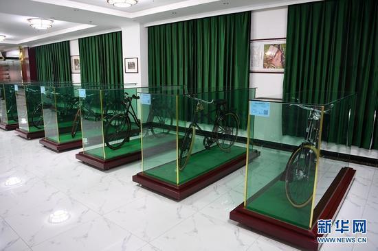 这是在甘肃三木自行车博物馆拍摄的展出的各类自行车(6月2日摄)。新华社记者 范培珅 摄