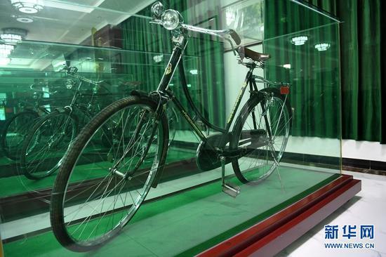 这是在甘肃三木自行车博物馆拍摄的产自中国的永久自行车(6月2日摄)。新华社记者 范培珅 摄