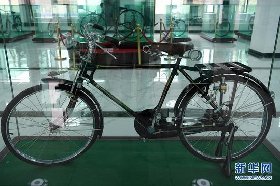 这是在甘肃三木自行车博物馆拍摄的1921年产自日本的三治自行车(6月2日摄)。新华社记者 范培珅 摄