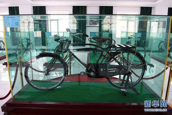 这是在甘肃三木自行车博物馆拍摄的1903年产自日本的飞鹰自行车(6月2日摄)。新华社记者 范培珅 摄