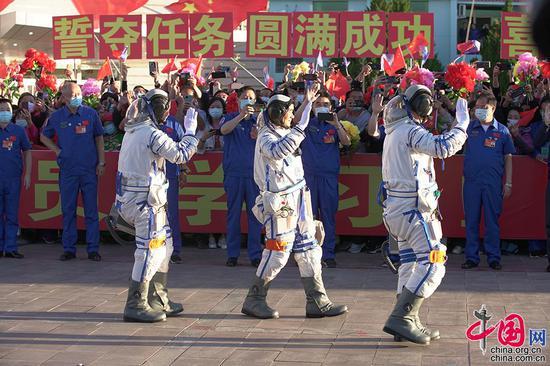 6月17日,神舟十二号载人飞行任务航天员乘组出征仪式现场。中国网记者 杨佳摄影