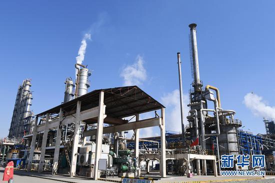 这是正在运行中的兰州石化公司相关生产装置(2020年2月12日摄)。新华社记者 陈斌 摄