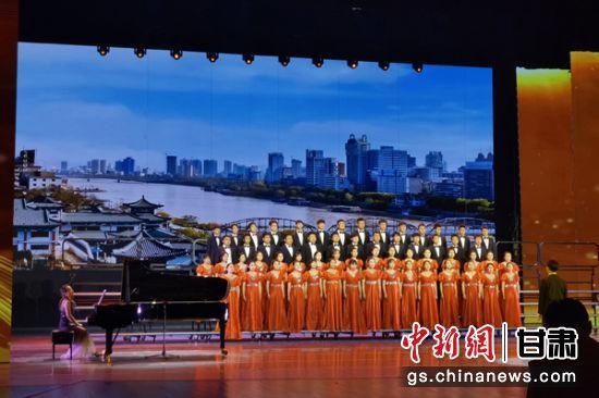 """6曰19日,""""永远跟党走""""庆祝中国共产党成立100周年全省高校合唱展演暨甘肃省第三届学生合唱艺术节在兰州举行。"""