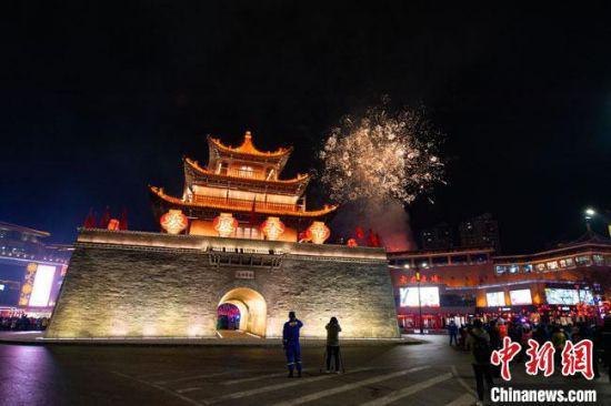 图为始建于东晋的酒泉钟鼓楼。(资料图) 谢沛宏 摄