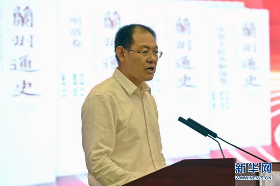 兰州市委常委、宣传部部长王宏主持《兰州通史》发布仪式。新华社记者 范培珅 摄