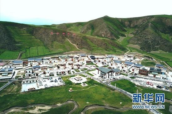 甘南藏族自治州合作市佐盖曼玛镇俄合拉村。新华网发(童张伟 摄)