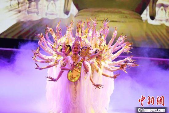 2018年7月25日晚,2018·兰州旅游版舞剧《丝路花雨》在兰州首演。(资料图) 杨艳敏 摄